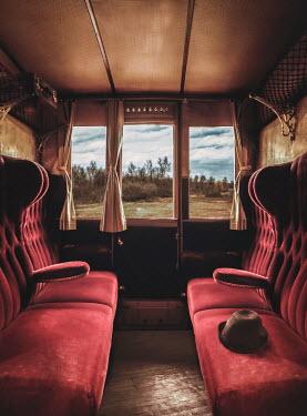 Drunaa EMPTY VICTORIAN TRAIN CARRIAGE Railways/Trains