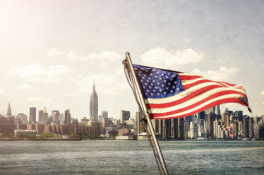 Evelina Kremsdorf NEW YORK SKYLINE WITH AMERICAN FLAG Specific Cities/Towns