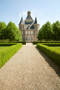 Yolande de Kort PALACE AND GARDEN DRIVEWAY IN SUMMER Houses