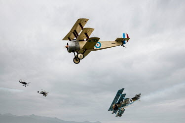 CollaborationJS four ww1 aeroplanes in dogfight Miscellaneous Transport