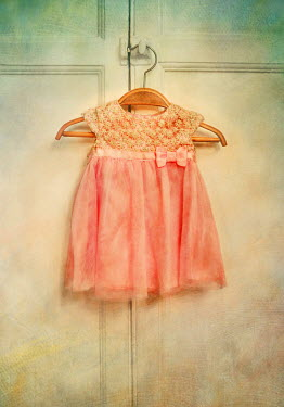 Lyn Randle LITTLE GIRLS PINK PARTY DRESS ON HANGER Miscellaneous Objects