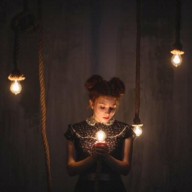Dasha Pears YOUNG WOMAN HOLDING LIGHT BULB Women
