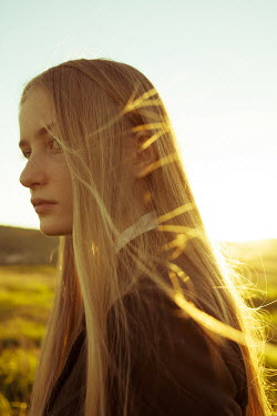 Alina Zhidovinova YOUNG BLONDE WOMAN IN SUMMER COUNTRYSIDE Women