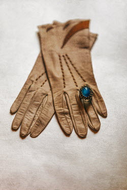 Ebru Sidar SAPPHIRE RING ON LEATHER GLOVE Miscellaneous Objects