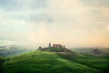 Evelina Kremsdorf house in Tuscan fields Houses