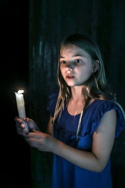 Stephen Carroll GIRL HOLDING CANDLE AT NIGHT Children