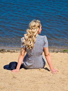 Elisabeth Ansley YOUNG BLONDE RETRO WOMAN ON SANDY BEACH Women