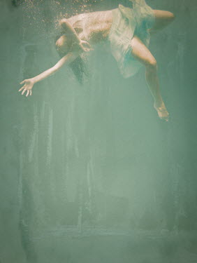 Robin Macmillan YOUNG WOMAN SINKING DEEP UNDERWATER Women