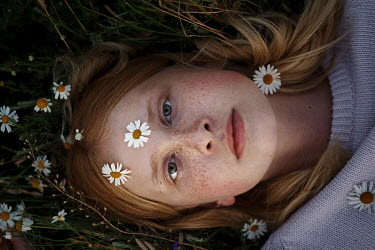 Inna Mosina YOUNG FRECKLED WOMAN LYING AMONG DAISIES Women