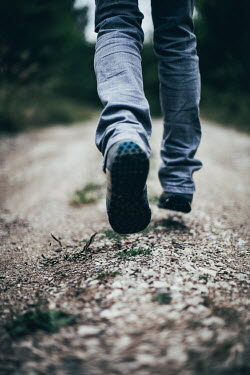 Des Panteva MAN IN JEANS RUNNING ON COUNTRY PATH Men