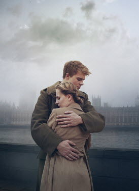 Mark Owen WARTIME COUPLE EMBRACING BY HOUSES OF PARLIAMENT Couples