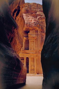 Irene Lamprakou ANCIENT PETRA TEMPLE TOMBS IN JORDAN Miscellaneous Cities/Towns