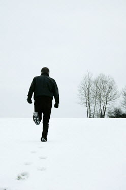 Ilona Wellmann MAN RUNNING IN SNOWY FIELD Men