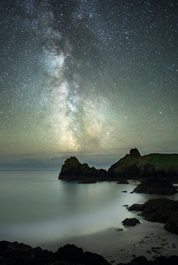 Ollie Taylor RUGGED COASTLINE WITH STARRY SKY Seascapes/Beaches