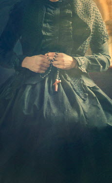 Drunaa VICTORIAN WOMAN IN BLACK WITH ROSARY Women