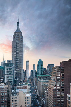 Evelina Kremsdorf EMPIRE STATE BUILDING AND STREET IN NEW YORK Specific Cities/Towns