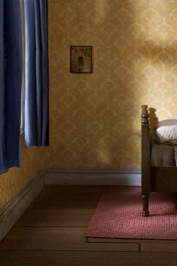 Richard Tuschman EMPTY INTERIOR OF RETRO BEDROOM Interiors/Rooms
