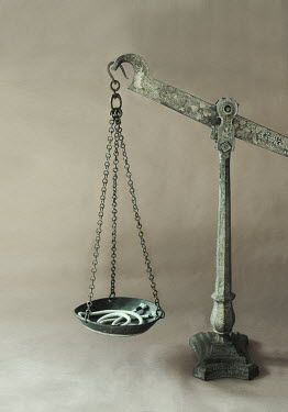 Robin Macmillan OLD WEIGHING SCALES WITH STRING Miscellaneous Objects