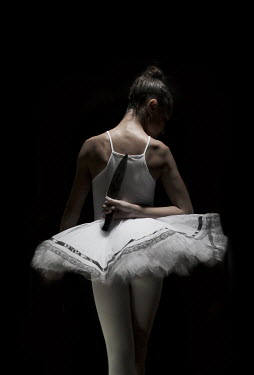 Robin Macmillan BALLET DANCER WITH KNIFE BEHIND BACK Women
