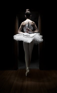 Robin Macmillan BALLET DANCER WITH KNIFE IN FRONT OF MIRROR Women