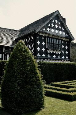 Ute Klaphake TUDOR HOUSE AND GARDEN IN SUMMER Houses