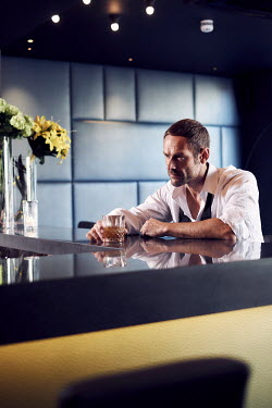 Chris Reeve UNHAPPY MAN DRINKING IN BAR ALONE Men