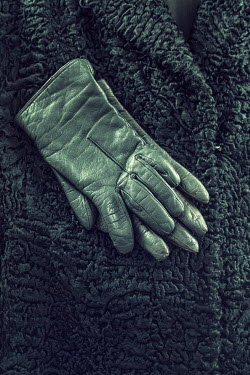 Drunaa LEATHER GLOVES LYING ON CURLY LAMB COAT Miscellaneous Objects