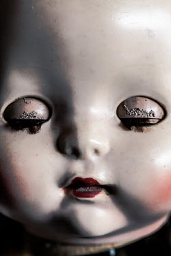 Des Panteva VINTAGE DOLL WITH CLOSED EYES Miscellaneous Objects