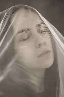 Daria Amaranth YOUNG WOMAN UNDER GAUZE Women