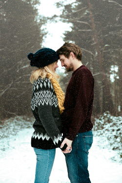 Laura Ranftler LOVING COUPLE IN SNOW Couples