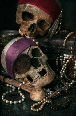 Jaroslaw Blaminsky PIRATE SKULLS WITH TREASURE Miscellaneous Objects