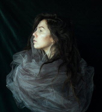 Daria Amaranth YOUNG WOMAN WRAPPED IN CHIFFON Women