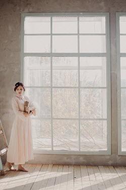 Hellen YOUNG WOMAN IN FRONT OF WINDOW Women
