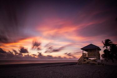 Evelina Kremsdorf LIFEGUARD SHACK ON BEACH AT SUNSET Seascapes/Beaches
