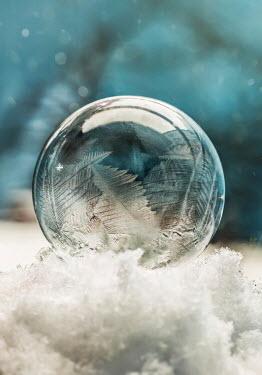 Jaroslaw Blaminsky FROZEN BUBBLE Snow/ Ice