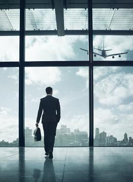 Mark Owen MAN WITH SUITCASE IN AIRPORT Men