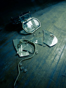 Jane Morley BROKEN MIRROR AND JEWELLERY BOX Miscellaneous Objects