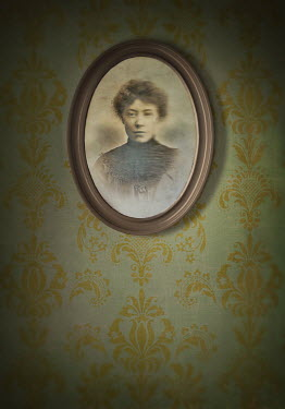 Lyn Randle PORTRAIT OF VICTORIAN WOMAN Miscellaneous Objects
