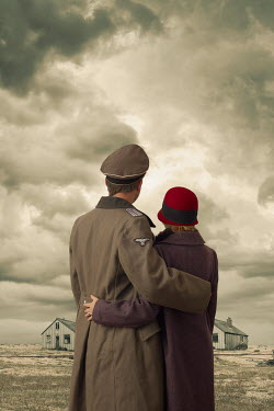 CollaborationJS WW2 COUPLE EMBRACING Couples