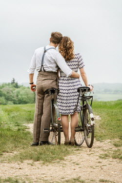 CollaborationJS VINTAGE COUPLE WITH BICYCLES Couples