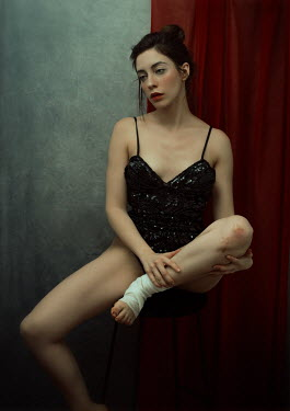 Lidia Vives Rodrigo WOMAN SITTING WITH BANDAGED FOOT Women
