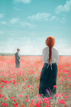 Ildiko Neer COUPLE IN MEADOW OF POPPIES Couples
