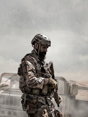 CollaborationJS SOLDIER WITH JEEP IN DESERT Men