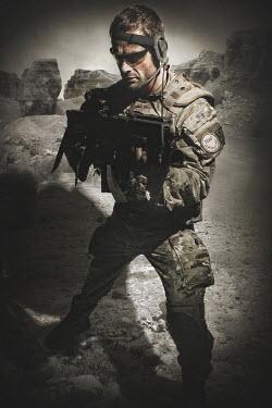 Nik Keevil MODERN SOLDIER WITH GUN IN DESERT Men