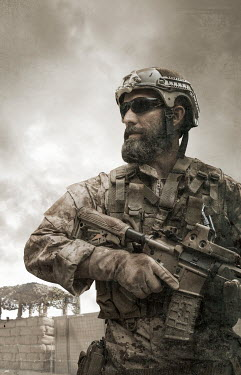 CollaborationJS MODERN SOLDIER WITH GUN IN DUST Men