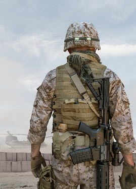 Stephen Mulcahey MODERN SOLDIER WATCHING HELICOPTER IN DESERT Men