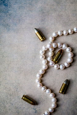 Des Panteva BULLETS WITH PEARL NECKLACE Weapons