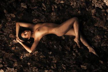 Eva Van Oosten NAKED GIRL LYING ON AUTUMN LEAVES Women