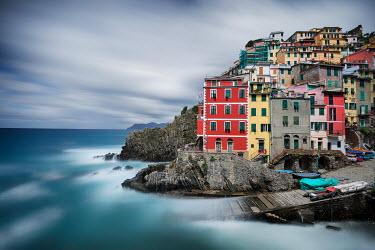 Evelina Kremsdorf PAINTED ITALIAN HOUSES BY SEA Villages