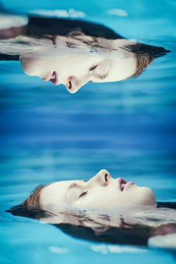 Magdalena Russocka TWO IDENTICAL WOMAN FLOATING IN WATER Women